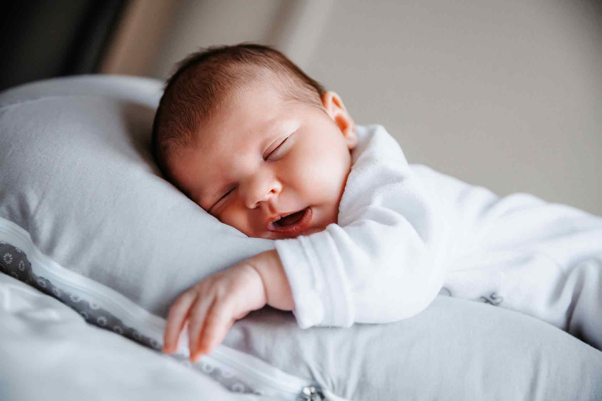 laurine walger photo naissance bébé dort mâcon
