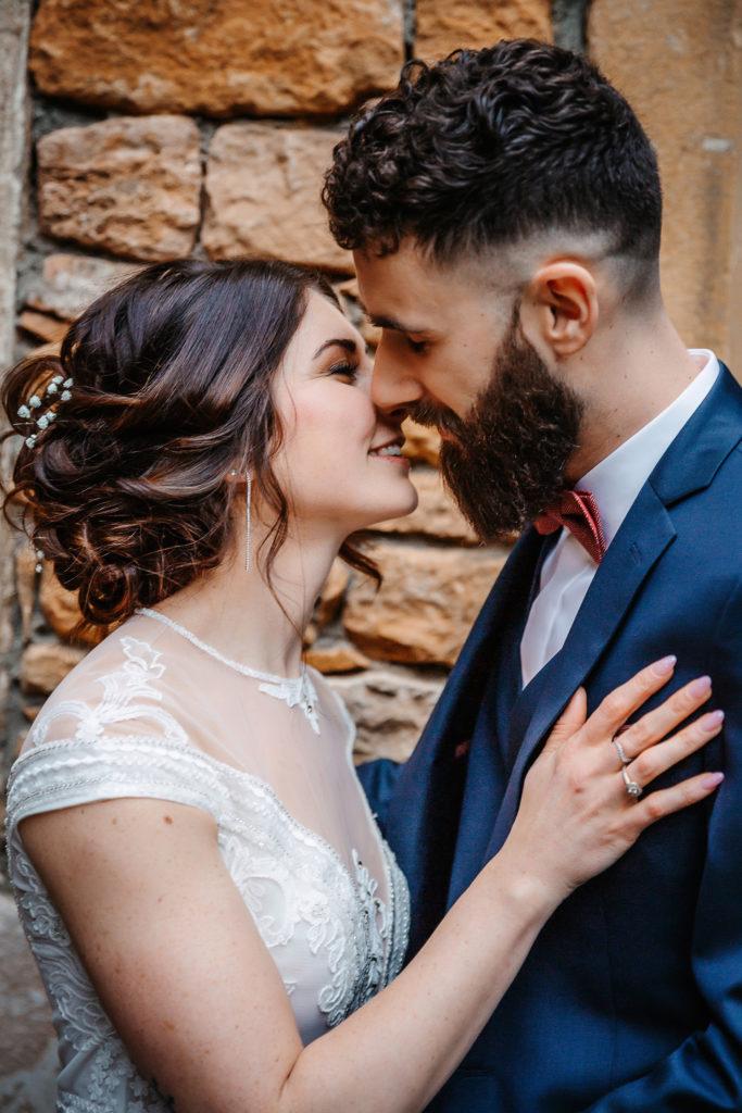 Mariage à la ruisselière bisou